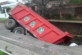 camion hundido